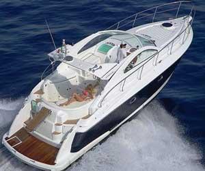 Een motorjacht huren met en zonder schipper
